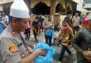 """Kapolsek Medan Timur Bagikan Nasi Bungkus:"""" Alhamdulilah, Rezeki dari Allah Melalui Tangan pak Polisi"""