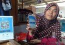 Nek Harmini, Andalkan HP Beraplikasi  Dompet Digital