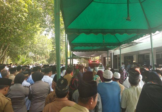 Ribuan Pelayat Melepas Pemberangkatan Bupati Asahan ke Peristirahatan Terakhir