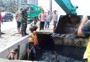 Pemko Medan Melakukan Pengorekan Drainase di Beberapa Titik