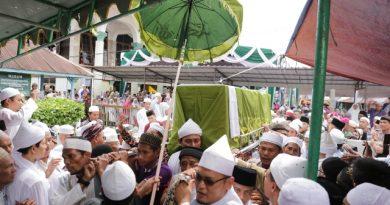 Ribuan Jamaah Diantaranya Gubsu, Antar Jenazah Tuan Guru Besilam ke Pemakaman