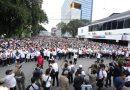 Peringati Hari Ibu ke-91, Ribuan Peserta Jalan Sehat Keluarga Padati Lapangan Merdeka