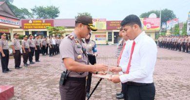 Personil  Polisi Berprestasi  Menjalankan Tugas di Tanjungbalai Terima Penghargaan