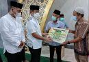 Pemko Medan Serahkan Bantuan Untuk Masjid Nurul Islamiyah di Medan Johor