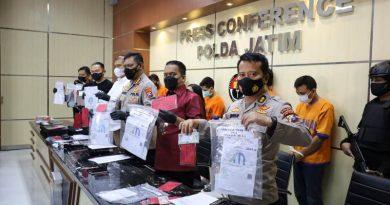 Ditreskrimum Polda Jatim Bongkar Sindikat Pembuat Hasil Swab Illegal