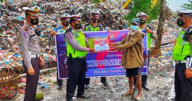 Sambut Hut Polantas, Sat Lantas Polres Tanjung Balai Bagi Sembako